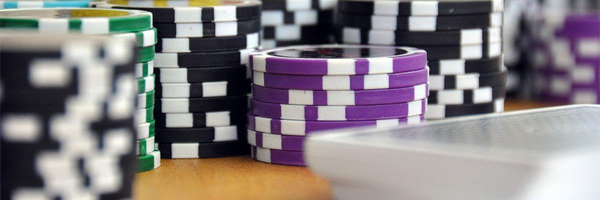 2 kasinoiden inspiroimaa lelua jotka tarjoavat loistavaa pelattavuutta Poker Edition Set - 2 kasinoiden inspiroimaa lelua, jotka tarjoavat loistavaa pelattavuutta