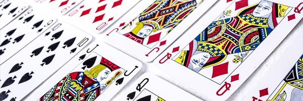 2 kasinoiden inspiroimaa lelua jotka tarjoavat loistavaa pelattavuutta Premium korttipakka - 2 kasinoiden inspiroimaa lelua, jotka tarjoavat loistavaa pelattavuutta